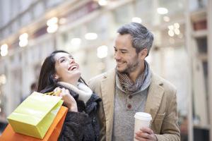 Mossner-Reisen | Einkaufsfahrten | Pärchen beim Shoppen